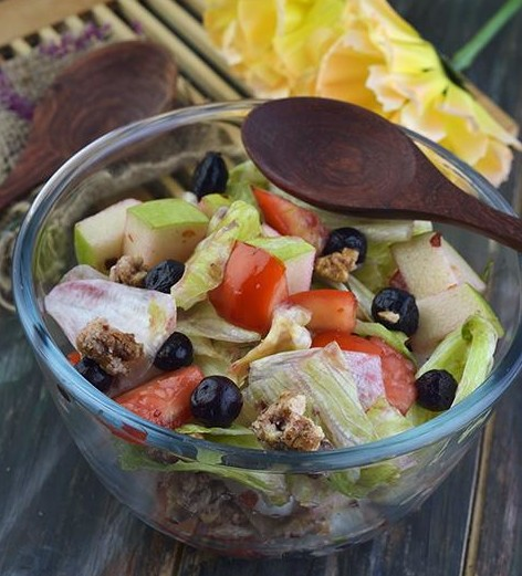 Lettuce, Green Apple and Blueberry Salad Recipe