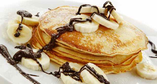 Banana Pancakes with Chocolate Sauce Recipe