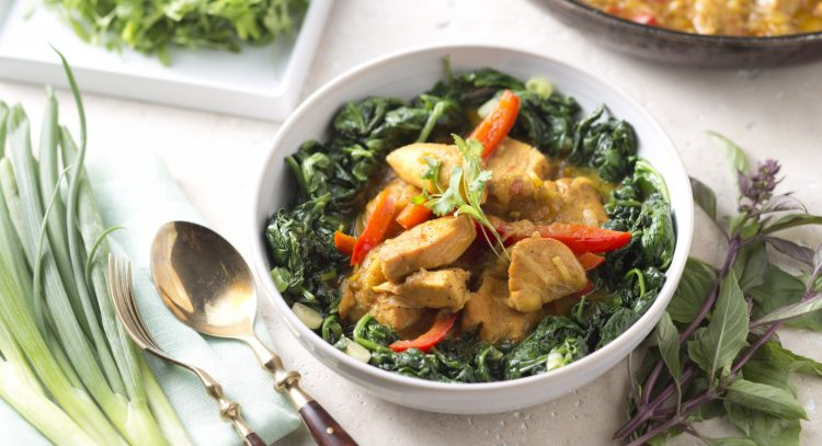 This Chicken And Spinach Coconut Curry Is All You Need For A Wholesome Winter Meal
