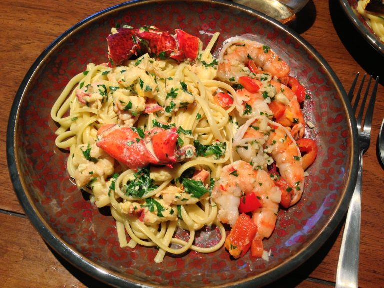 creamy-lobster-linguine