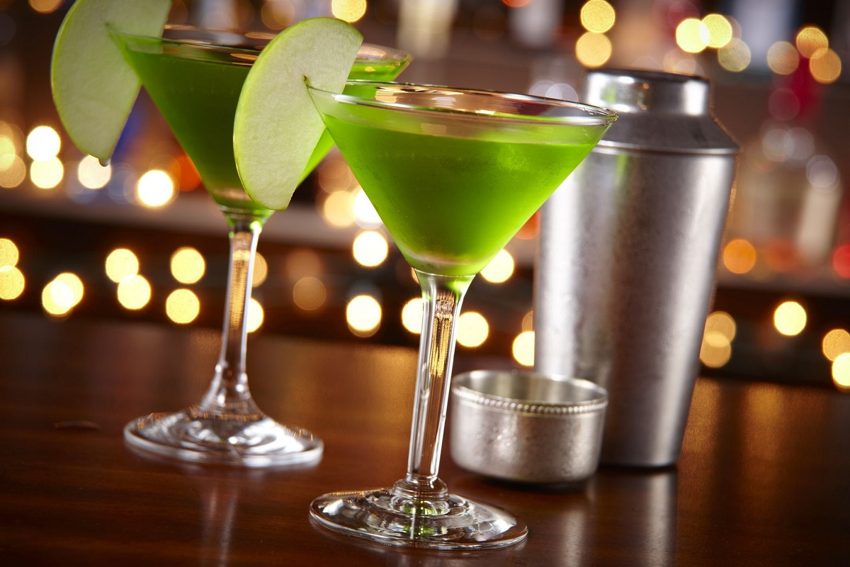 Try Out Nigella's Green Apple Martini Recipe Today!