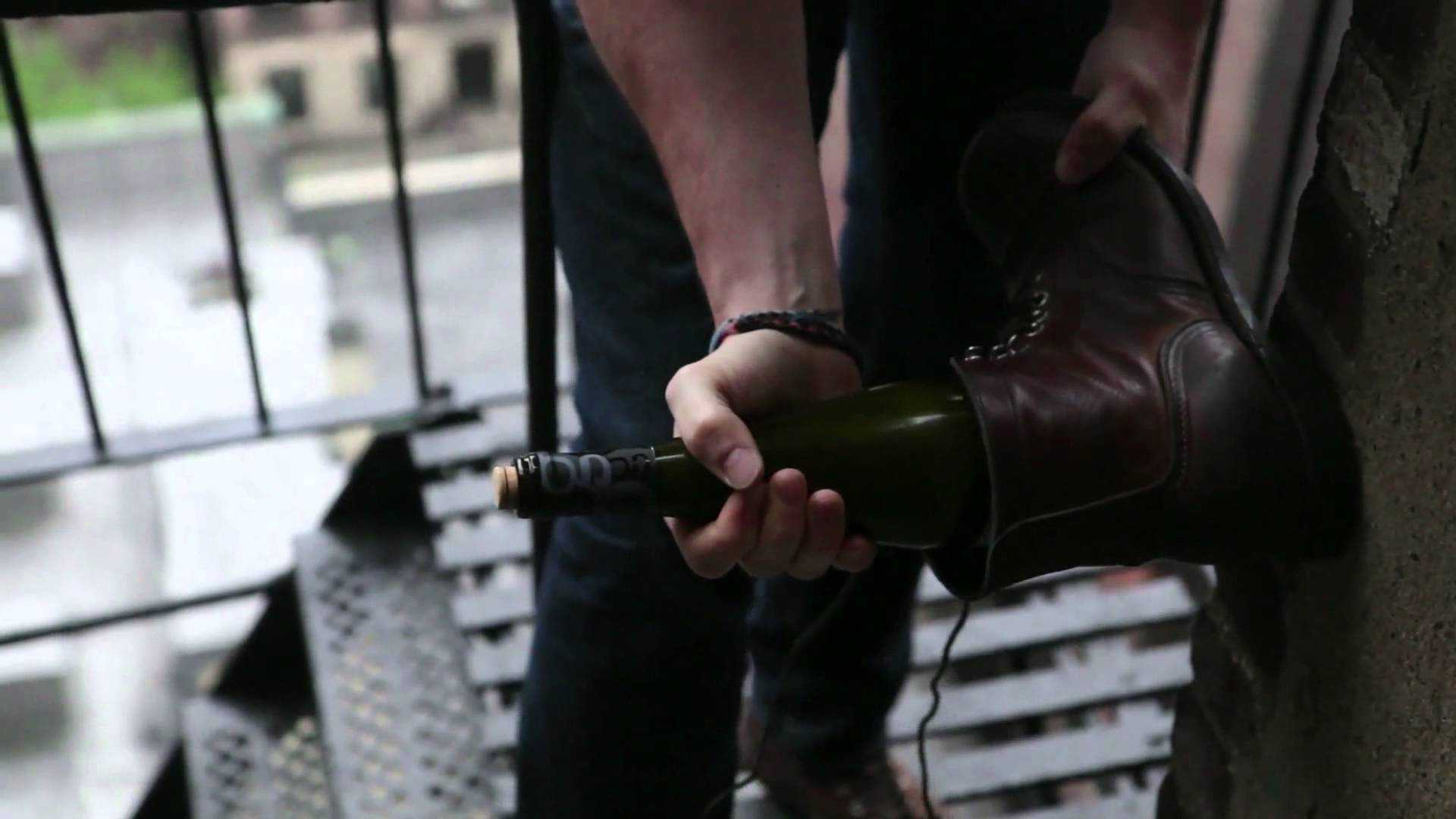 how-to-open-wine-bottle-with-a-shoe