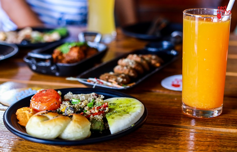 Enjoy A Lavish Sunday Spread with Craft Beers At Red Rhino